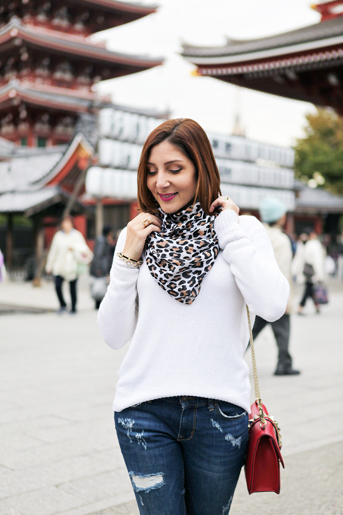 Blame-it-on-Mei-Miami-Fashion-Travel-Blogger-Oversize-Sweater-Leopard-Scarf-Valentino-Rockstud-Handbag-Flats-Japan-Tokyo-Asakusa-Shrine