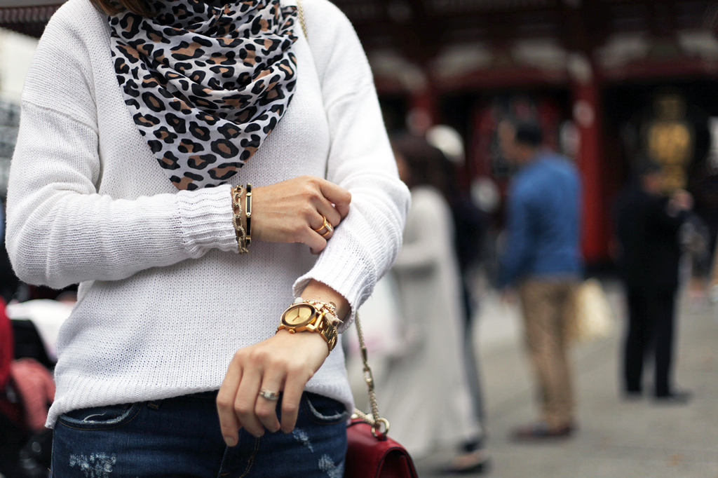 Blame-it-on-Mei-Miami-Fashion-Travel-Blogger-Oversize-Sweater-Leopard-Scarf-Valentino-Rockstud-Handbag-Flats-Japan-Tokyo-Asakusa-Shrine