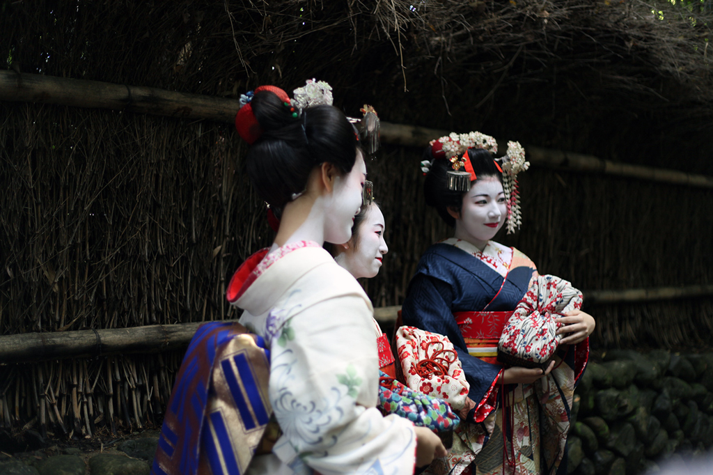 1-11-16-Blame-it-on-Mei-Miami-Fashion-Travel-Blogger-Japanese-Kimono-Traditional-Outfit-Kyoto-Japan-Colorful-Arashiyama-Bamboo-Grove