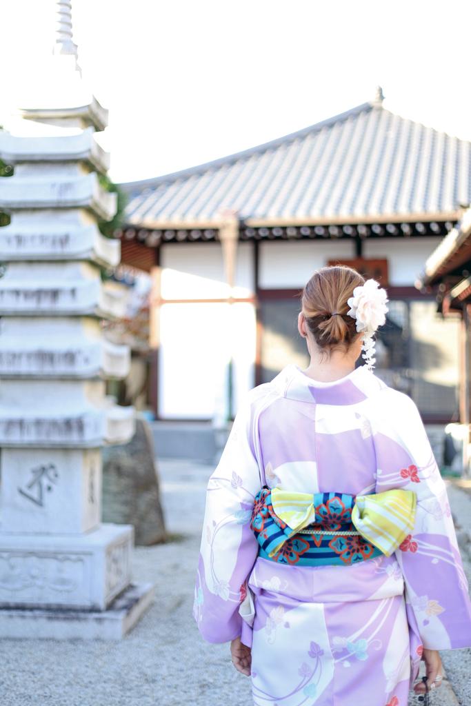 Blame-it-on-Mei-Miami-Fashion-Travel-Blogger-Japanese-Kimono-Traditional-Outfit-Kyoto-Japan-Colorful-Arashiyama-Bamboo-Grove