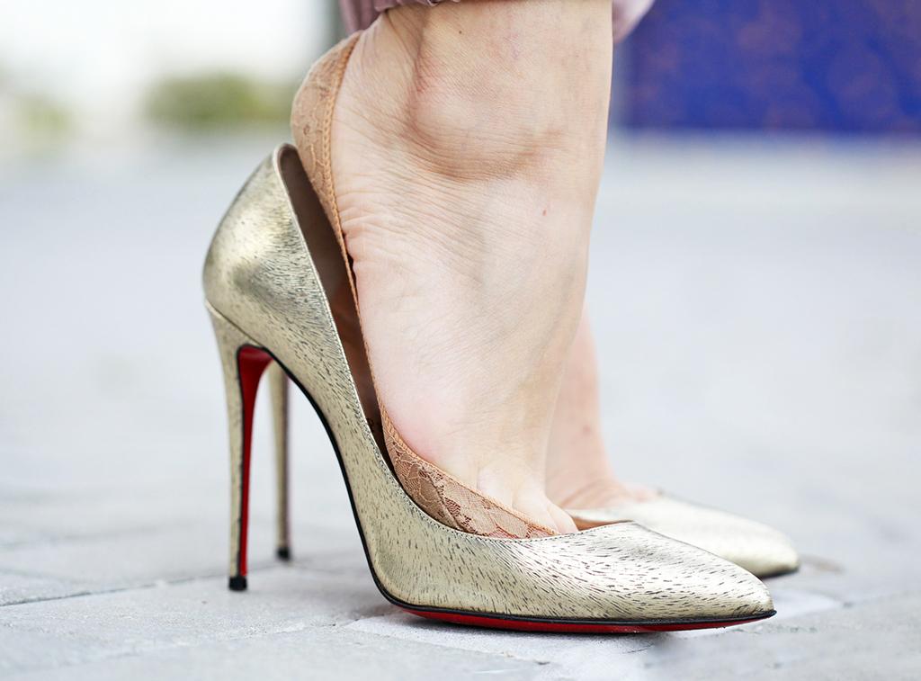 2-3-16-Blame-it-on-Mei-Miami-Fashion-Blogger-Louboutin-Metallic-Gold-Pumps-KushyFoot-Review-Comfort-Legwear-Fashion-Foot-Covers