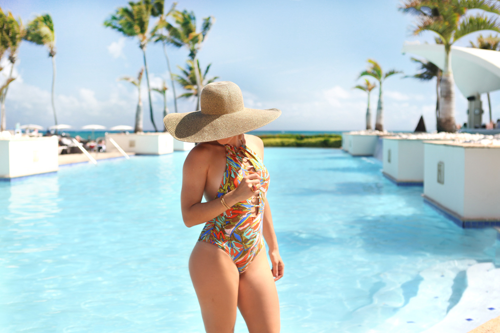 Blame-it-on-Mei-Miami-Fashion-Blogger-Travel-Blog-2017-Pool-Beach-Outfit-Abstract-Floral-Swimsuit-with-Floppy-Hat-Woven-Beach-Bag-with-Pom-Pom-Puerto-Rico-Caribe-Hilton-San-Juan