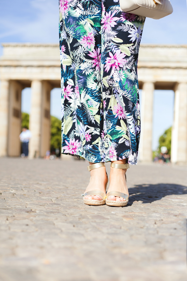 Blame it on Mei, @blameitonmei, Miami Fashion Blogger, Berlin Travel Look, Floral Pants with Cami, Brandenburg Gate