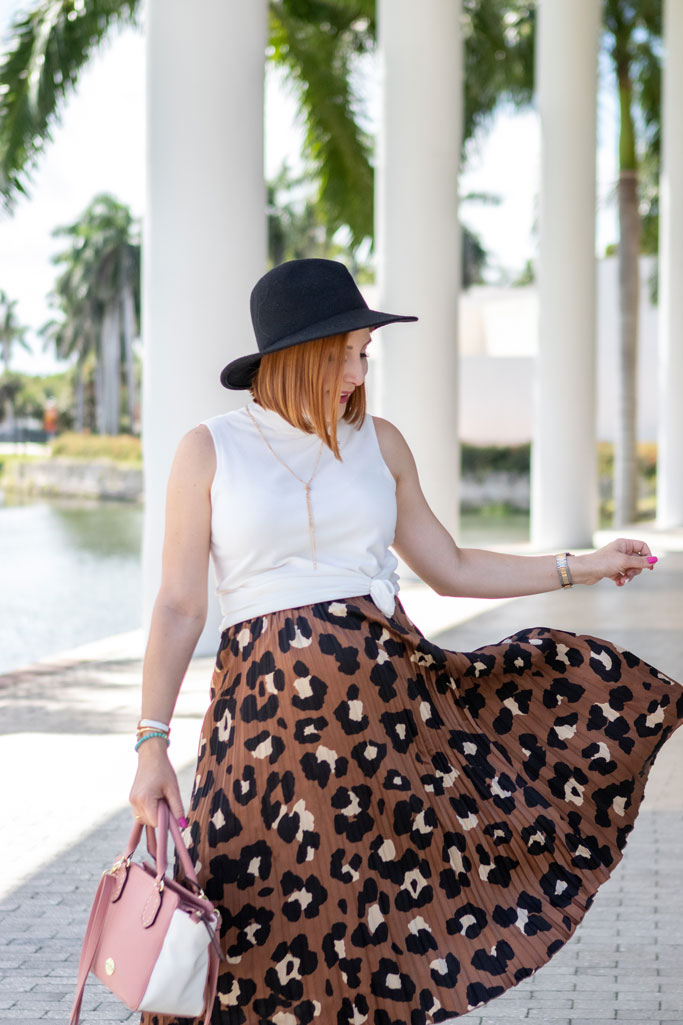 Blame it on Mei, @blameitonmei, Miami Fashion Mom Blogger, animal print skirt for fall